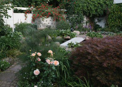 """Garten mit """"Höhen und Tiefen"""""""